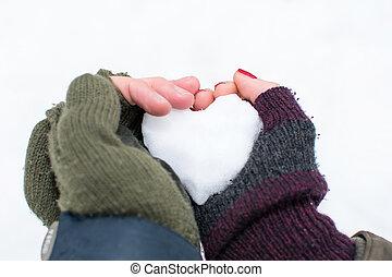 forme coeur, couples, boule de neige, tenant mains