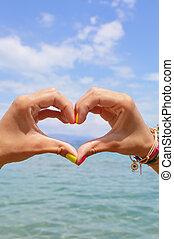 forme coeur, fait, de, mains, contre, mer, et, ciel