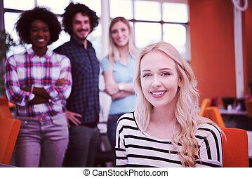 formlos, unternehmerin, arbeitende , in, büro