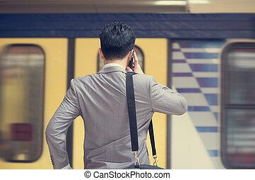 forretningsmand, benævne, telefon, hos, tog, station.