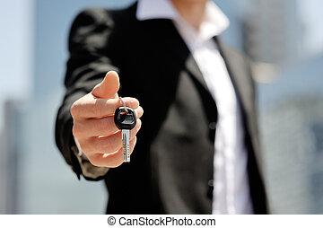 forretningsmand, holde, en, vogn nøgle, ind, hans, hånd, -, ny vogn, køb, omsætning, begreb
