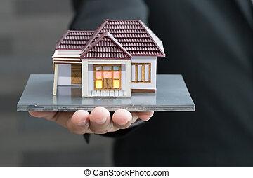 forretningsmand, holde, hjem, model., lån, og, egentlig estate, begreb