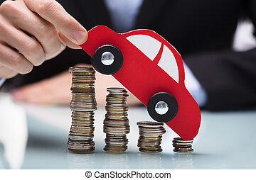 forretningsmand, holde, rød vogn, hen, stakk, mønter