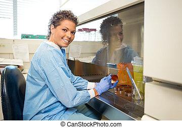 forscher, laboratorium, weibliche , arbeitende