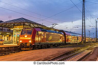 forstads, elektriskt tog, hos, offenburg, jernbane, station., tyskland, -