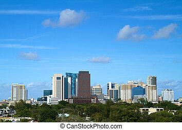 Fort Lauderdale, Florida Skyline - Beautiful skyline view of...