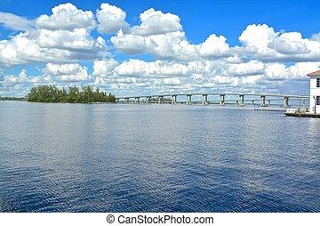 Fort Myers bridge, Florida, USA