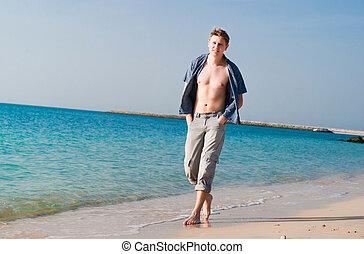 fort, plage, jeune homme