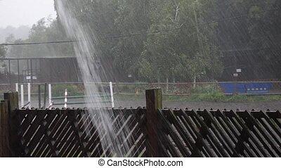 fort, pluie