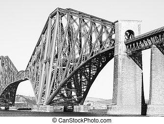 Forth rail bridge in black and white
