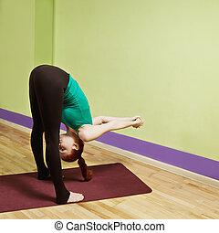 Forward incline - Caucasian redhead woman exercising forward...