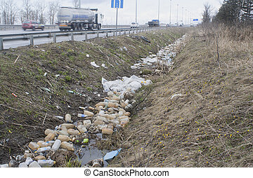 fossé, déchets ménagers, bord route