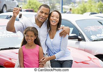 fostra och avla, med, ung dotter, inköp, för, a, ny bil