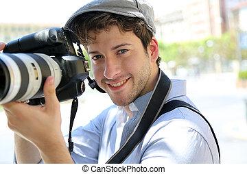 fotógrafo, câmera, jovem, segurando, retrato