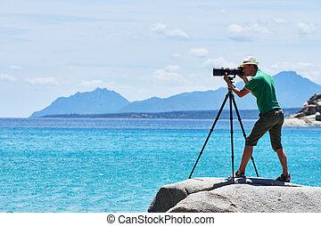 fotógrafo, com, tripé, tiroteio, mar, paisagem