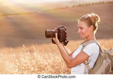 fotógrafo, desfrutando, feliz, natureza
