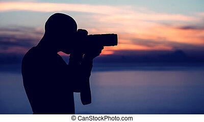 fotógrafo, fazendo exame retrato, ao ar livre