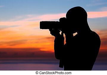 fotógrafo, fazendo exame retratos, ao ar livre