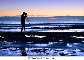 fotógrafo, mar, anochecer