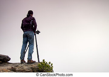fotógrafo, rocha, câmera, tripé, thinking.