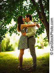 foto blanquinegra, hermoso, pareja joven, en el parque