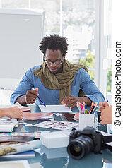 foto, collega's, zijn, brainstorming, redacteur