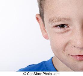 foto, de, adorável, jovem, feliz, menino, olhar, câmera.