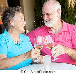 foto, het drinken van het paar wijn, senior, liggen