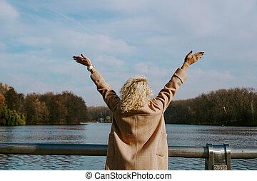 foto, outono, bonito, blondy, cima, braços, dia, durante,...