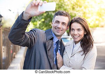 foto, par, alegre, ao ar livre, fazer, selfie