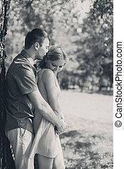 foto, par, jovem, abraçando, pretas, retro, amor, mulher, branca, homem, feliz