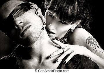 foto preta branca, de, vampiro, mulher, mordidas, um, homem cego