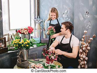 foto, von, floristen, arbeitende , paaren