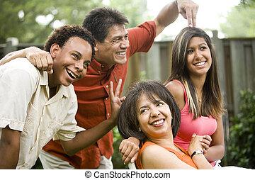 fotografía, familia , tonto, gestos, interracial, posar, elaboración