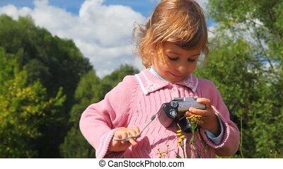 fotografia, mały, aparat fotograficzny, park, dziewczyna