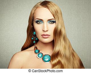 fotografia, od, piękna kobieta, z, wspaniały, hair., doskonały, makijaż
