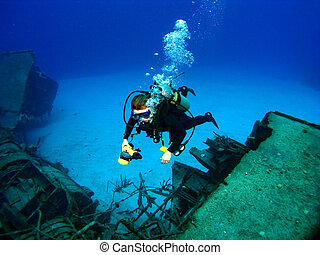 fotografowanie, katastrofa morska, zapadły, nurek