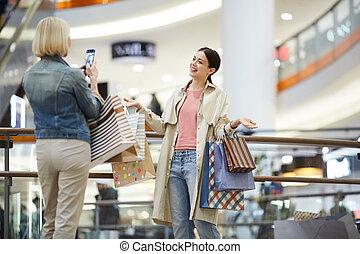 fotografowanie, przyjaciel, mnóstwo, dama, obfitość, zakupy