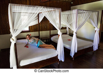 Four-poster vacation bed
