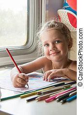 four-year, girl, dessine, dessin crayon, de, a, table, dans, a, second-class, entraîner attelage