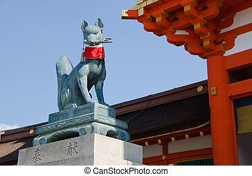 Fox statue at the Fushimi Inari Shrine in Kyoto - Fox statue...