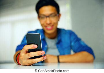 foyer, closeup, portrait, utilisation, smartphone., homme
