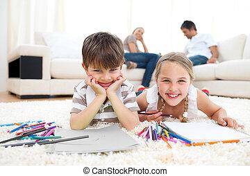 frères soeurs, sourire, dessin, mensonge, plancher