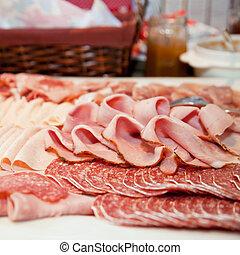 frío, carne, fuente, en, un, buffet, tabla
