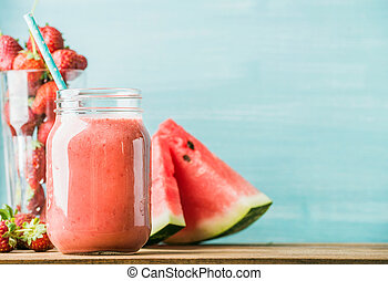 fraîchement, mélangé, fruit rouge, smoothie, dans, pot verre, à, paille