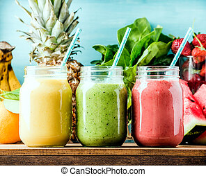 fraîchement, mélangé, fruit, smoothies, de, divers,...