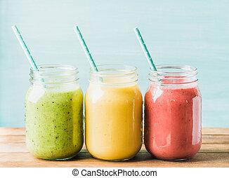 fraîchement, mélangé, fruit, smoothies, de, divers, couleurs, et, goûts