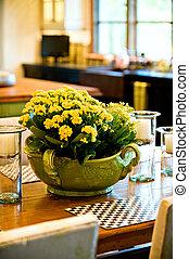 frais, arrangement, table, fleur, salle manger
