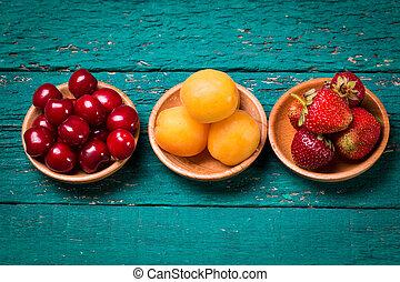 frais, bois, table., vert, abricots, fraises, cerises, bol