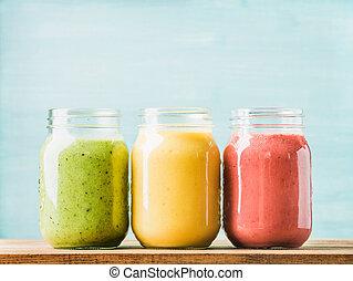 frais, mélangé, fruit, smoothies, de, divers, couleurs, et, goûts, dans, verre, jars., vert, jaune, red.